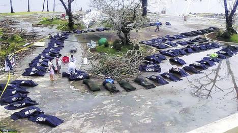 Bolsas-Miembros-victimas-Haiyan-TaclobanREUTERS_CLAIMA20131113_0015_17