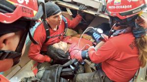 terremoto-ecuador-foto-bomberos-6