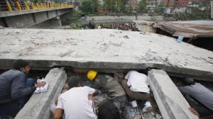 150425103315-08-nepal-quake-0425-super-169